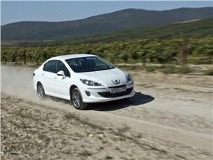 Peugeot 408 2010 вид спереди