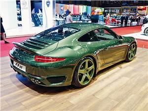 Porsche 911 Carrera вид сзади