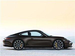 Серп и молот 911 Carrera 4S -