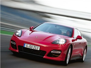 Porsche Panamera GTS -