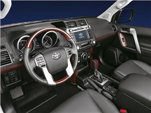 Toyota Land Cruiser Prado 2014 водительское место