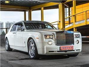 Rolls-Royce Phantom EWB 2010 вид спереди