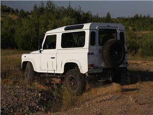 Предпросмотр land rover defender 2011 вид сзади