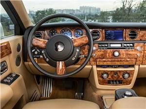 Rolls-Royce Phantom EWB 2010 водительское место
