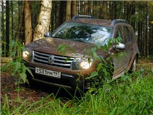 Renault Duster 2012 вид спереди