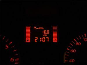 Renault Duster 2012 приборная панель