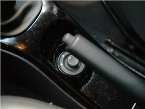 Renault Duster 2012 регулятор положения наружных зеркал