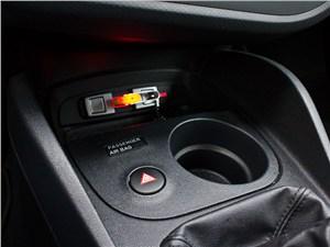 SEAT Leon 1.4 2011 подстаканник