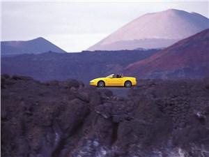 Предпросмотр maserati spyder в горном пейзаже