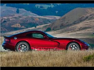 Chrysler SRT Viper GTS 2013 вид сбоку