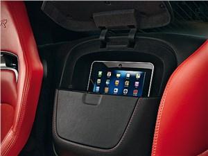 Chrysler SRT Viper GTS 2013 бокс для гаджетов