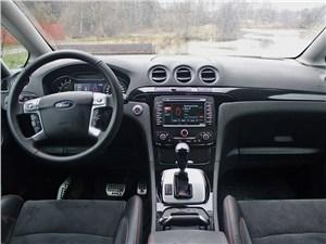 Ford S-Max 2011 водительское место