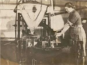 Так выглядело производство стекла в годы войны (1942г.)