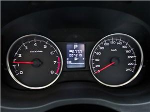 Subaru XV 2012 приборная панель