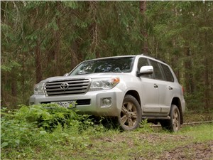 Toyota Land Cruiser - Toyota Land Cruiser 200 2012 вид спереди