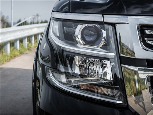 Chevrolet Tahoe 2015 передняя фара