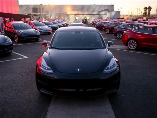 Tesla Model 3 обошла своих конкурентов по продажам