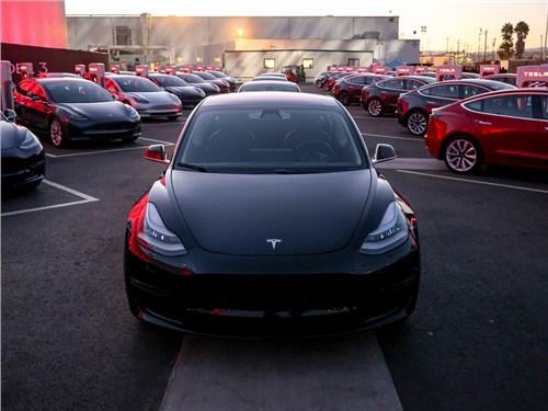 Tesla Model 3 получит пневмоподвеску