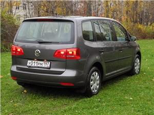 Volkswagen Touran 2011 вид сзади