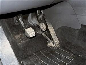Volkswagen Touran 2011 педали