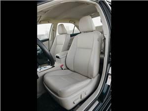 Toyota Camry 2012 передние сидения