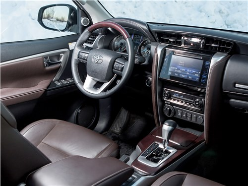 Toyota Fortuner 2016 салон