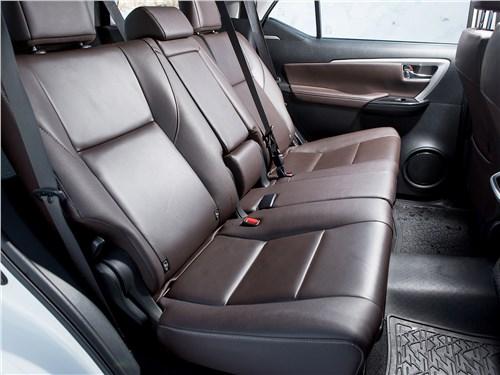 Toyota Fortuner 2016 задний диван