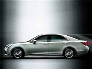 Toyota Crown - Toyota Crown 2013 вид сбоку