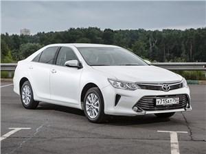 Toyota Camry 2014 вид спереди