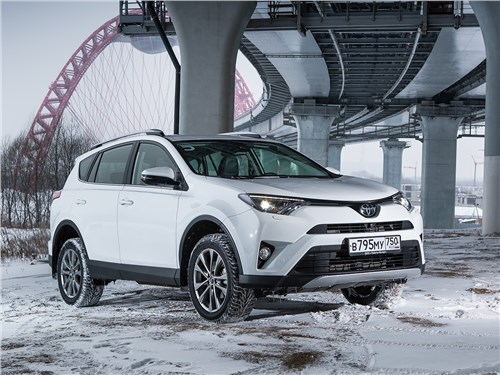 Toyota RAV4 2016 вид спереди