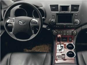 Предпросмотр toyota highlander 2011 водительское место