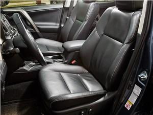 Toyota RAV4 2013 передние кресла