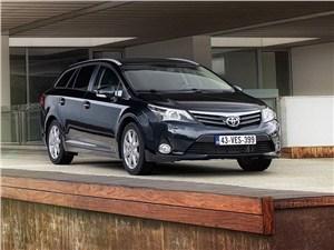 Крепкие середняки (Honda Accord, Mitsubishi Galant, Nissan Primera, Toyota Avensis) Avensis -