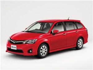 Новый Toyota Corolla - Toyota Corolla Fielder 2012 вид спереди