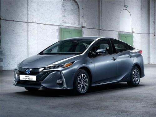 Toyota Prius вернулся в Россию после смены поколения