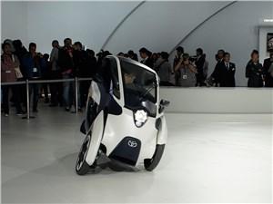 Toyota i-Road concept 2013 вид спереди