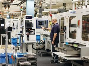 Каждые 30 секунд с конвейера завода под Штутгартом сходит новый насос для дизельных моторов