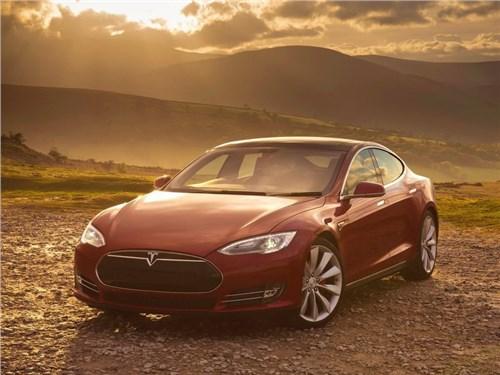 Новость про Tesla Motors Model S - Самый мощный электрокар от Tesla обогнал на взлетной полосе самолет
