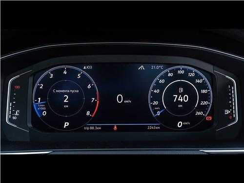 Volkswagen Passat 2020 приборная панель
