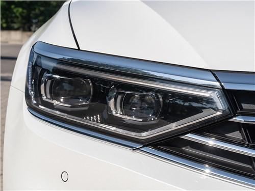 Volkswagen Passat 2020 передняя фара