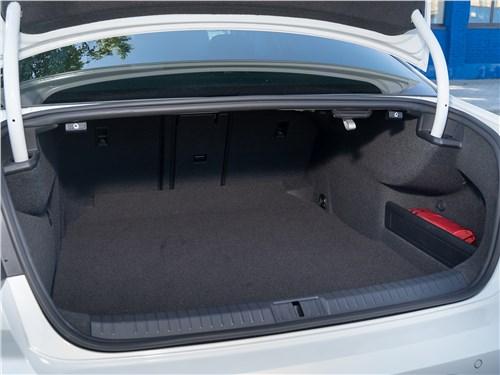 Volkswagen Passat 2020 багажное отделение