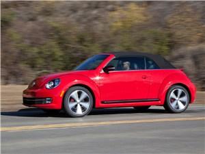 Volkswagen Beetle - Volkswagen Beetle Convertible 2013 вид сбоку