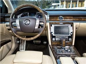 Всепогодный высший класс (Audi A8, Bentley Continental Flying Spur, Mercedes S-klasse, Volkswagen Phaeton) Phaeton - Volkswagen Phaeton 2011 водительское место