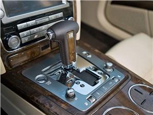 Всепогодный высший класс (Audi A8, Bentley Continental Flying Spur, Mercedes S-klasse, Volkswagen Phaeton) Phaeton - Volkswagen Phaeton 2011 6АКПП