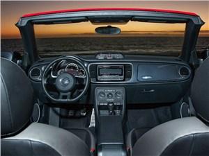 Volkswagen Beetle - Volkswagen Beetle Convertible 2013 вид водительское место