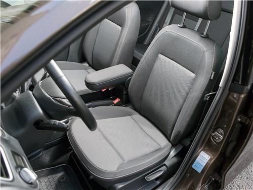 Volkswagen Polo Sedan 2016 передние кресла