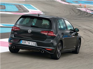 Спортивное поведение: Volkswagen Golf VII GTI, Porsche Cayman, Jaguar F-Type, Audi RS 6 Avant, BMW M6 Gran Coupe Golf GTI - Volkswagen Golf GTI Performance 2013 вид сзади