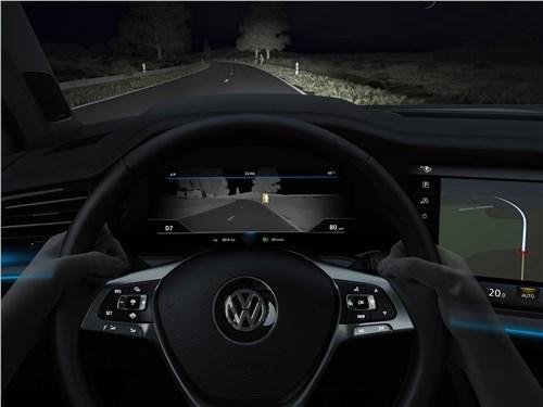 Volkswagen Touareg 2019 приборная панель ночью
