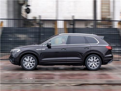 Volkswagen Touareg 2019 вид сбоку
