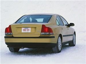 Volvo S60 2000 вид справа сзади